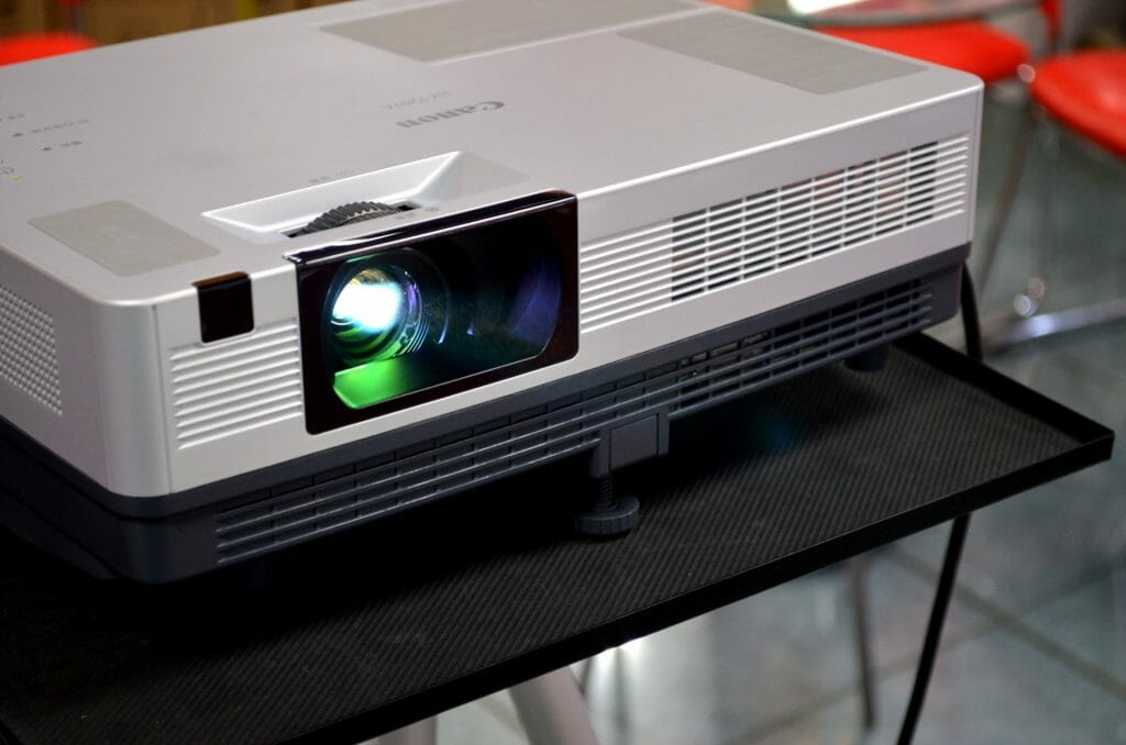 Top 10 Criteria to Choose Your Video Projector For Best Results